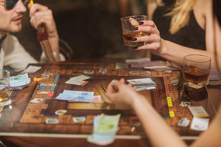 Quel jeu de société pour animer une soirée entre amis?